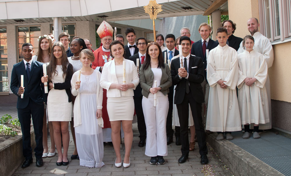 Konfirmation av ungdomar i S:t Lars församling maj 2015